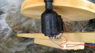 Wasserrad als Generator mit einem Fahrraddynamo