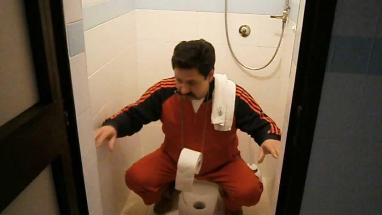 invenzioni inutili ma utili sospensorio carta igienica per defecare nella turca  YouTube