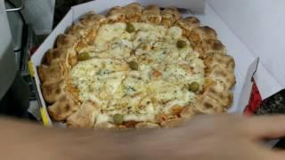 Pizza 4 queijos com borda pãozinho ( Não é um tutorial )