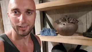 Странная качалка , секс Шоп в зале