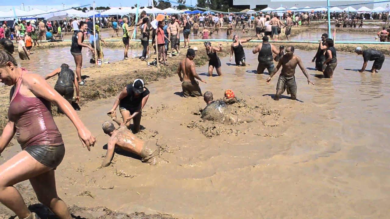 bikini-girl-in-mud-wrestling