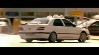 La Peugeot 406 de TAXI 2 vole.