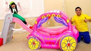 엠마 색깔 배우기 분홍색 어린이 미끄럼틀과 공주 마차 공기 주입 장난감 가상 놀이