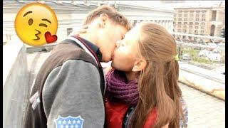 Kissing Prank: ШКОЛЬНИЦА РАЗВЕЛА НА ПОЦЕЛУЙ | ПОЦЕЛУЙ СО ШКОЛЬНИЦЕЙ