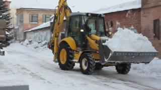 Уборка снега в Омске. Вывоз снега. New Holland.