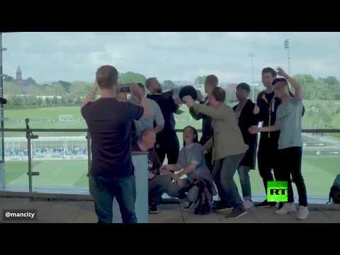 شاهد: مزحة سقوط وتحطم كأس الدوري الإنجليزي  - نشر قبل 4 ساعة