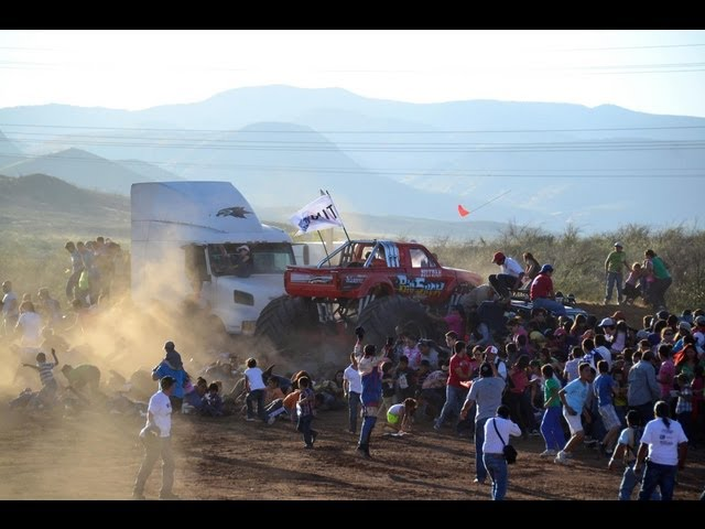 Monster Truck ocasiona brutal accidente en Chihuahua Videos De Viajes