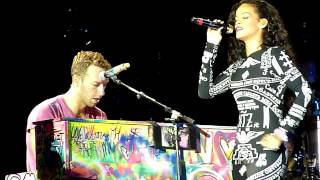Rihanna ft Coldplay Live acoustic Umbrella @ Paris Stade de France