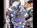 Le robot rigolo qui chante