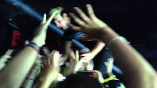 All Time Low - Dear Maria ft Jack crowd surfing  (Charlotte NC 4/19)