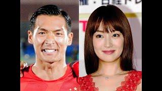 サッカー日本代表DFでJ1・浦和の槙野智章選手(30)と、女優の高...