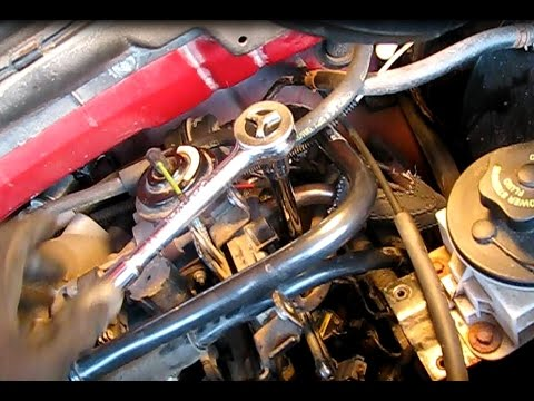 How to replace spark plugs on a 54L Ford F150 part 2 Driver\u0027s side