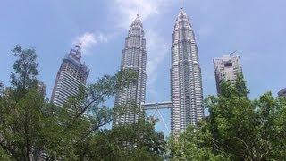 Petronas Twin Towers and KLCC Park in Kuala Lumpur, Malaysia (ペトロナス・ツインタワーとKLCC公園)