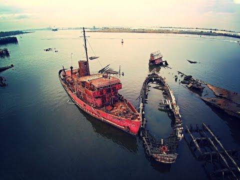 Arthur Kill Ship Graveyard - abandoned - Drone View - Staten Island, NY - Blade Chroma 1080p