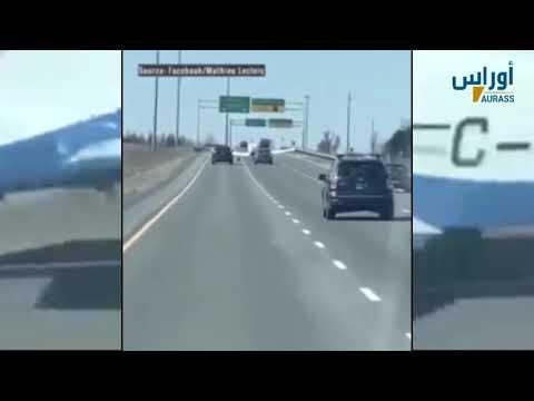 طائرة تحط في الطريق السريع بعد عطل في محركها