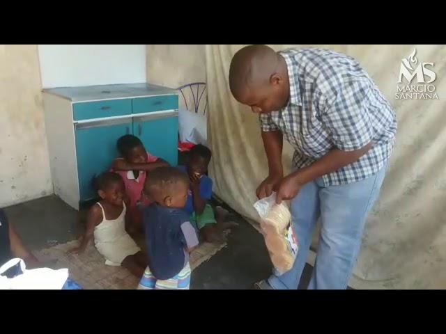 Criança volta a andar na África