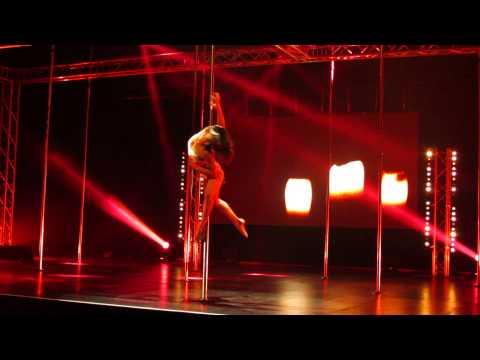 vol en pole transe en danse : Stefanie Pole dance antibes