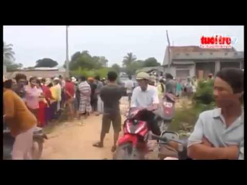 Cảnh Sát Giao Thông VN   CSGT bị dân làng đuổi đánh, đốt xe máy