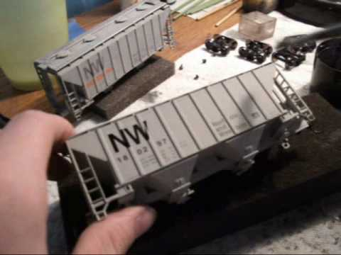 Weathering a NW 2-bay Cement hopper, part 1 of 2