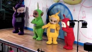 Repeat youtube video Teletubbies Dancing Live in Manchester England