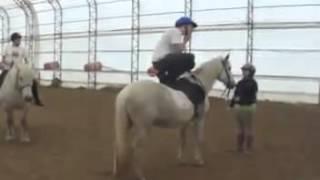 Мастерски запрыгнул на коня