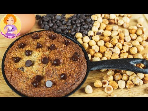 10-minute-easy-keto-chocolate-chip-cookies-recipe-in-a-skillet-?-low-carb-giant-cookie