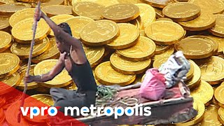 Swimming in a river of coins in India - vpro Metropolis