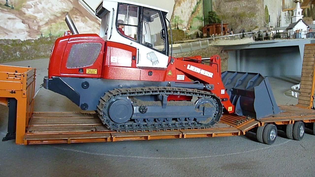 Transport der Liebherr LR634 mit dem Tieflader