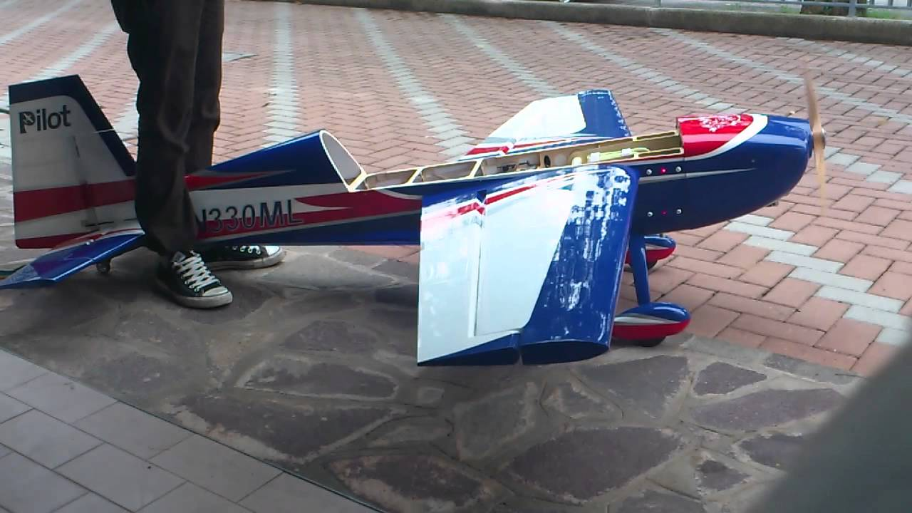 extra 330sc pilot rc 1st start MFE56