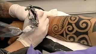 SBT Repórter - Acompanhe a dor da fazer primeira tatuagem