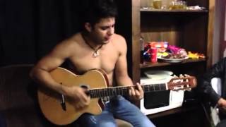Cristiano Araujo Caso Indefinido no camarim sem camisa