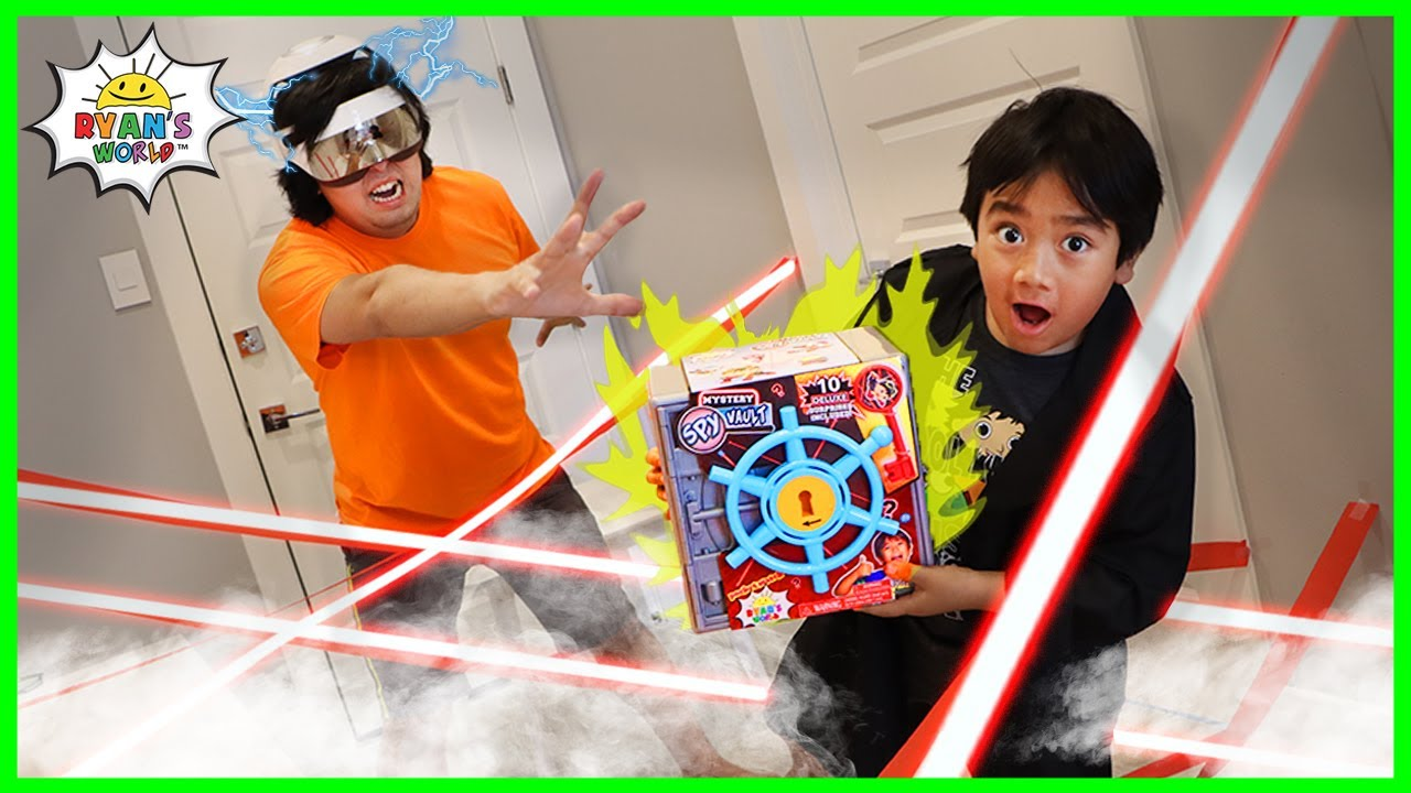 Spy Ryan vs Robot Daddy for the Mystery Safe pretend play!!!