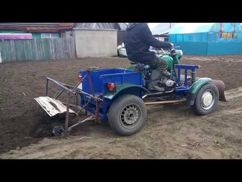 Самодельный трактор работа с фрезой