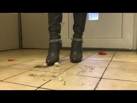 Hot Boots No Snail Crush
