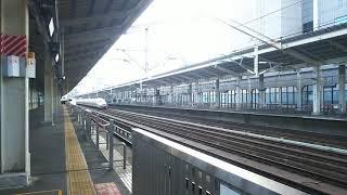秋田新幹線 こまち23号 秋田行き E6系と東北新幹線 はやぶさ23号 新青森行き E5系  2018.10.06