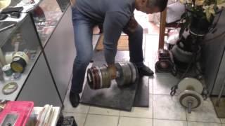 Попытка подъёма гантели весом 103,3кг на ручке 62мм
