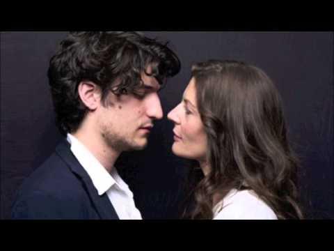 Autour de ton cou  Chiara Mastroianni & Louis Garrel  Les bienaimés