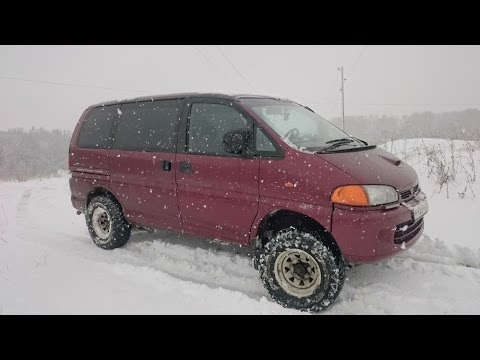 Mitsubishi Space Gear 2,5TD 4WD, без межколесных блокировок - Easy Select, по мокрому снегу в поле