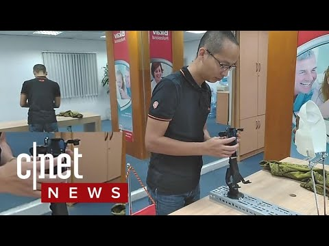 iPhoneX Face ID fooled with mask, say hackers (CNET News)