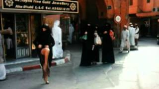 Sex And The City: Carrie Hails Taxi showing some leg in Abu Dhabi thumbnail