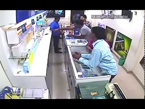 Samsung Galaxy S7 Edge live robbery in mobile store
