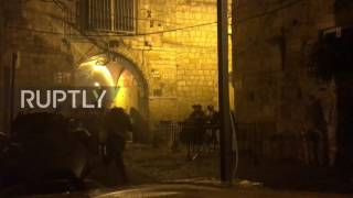 East Jerusalem: Worshippers scatter as police throw stun grenades by Lion's Gate
