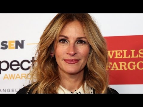 Julia Roberts' liquid eyeliner fail proves she's all of us