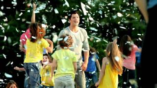Смотреть клип Sakis Rouvas - Iparhi Elpida