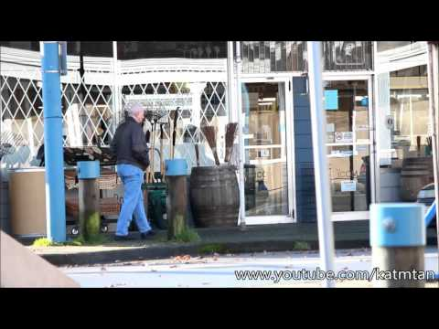 Once Upon A Time 5x19 - David coming out of Storybrooke Hardware