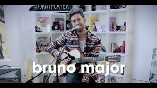 okay acoustic: Bruno Major