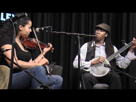 "Carolina Chocolate Drops : ""Pretty Girl With the Blue Dress On"" (FolkAlley.com)"