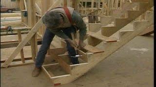 видео Крепление ступеней деревянной лестницы