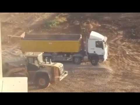 חשד משאיות פורקות פסולת בניין ובינהם אסבסט