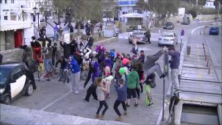 Harlem Shake - Paros (Original Video) HD(Harlem shake στην πλατεία της Νάουσας με παιδία από όλη την Πάρο Video editor: Αλντo Xασανι Facebook: https://www.facebook.com/kirilatos Contact..., 2013-03-17T17:52:01.000Z)